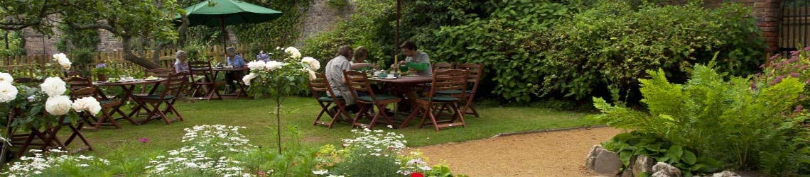 eating-outside-the-gardeners-cottage